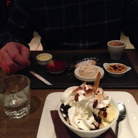 Le Robinet d'Or : Cafe Gourmand (behind the Dame Blanche!)
