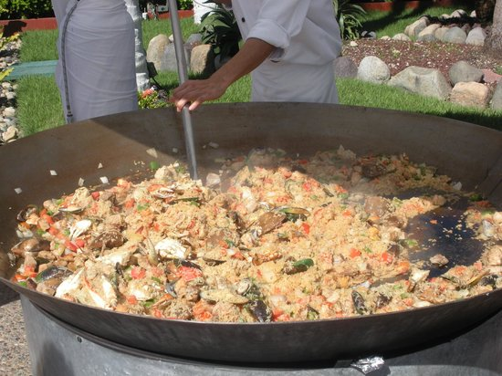 Melia Puerto Vallarta All Inclusive: Delicious Paella cooked in the afternoon