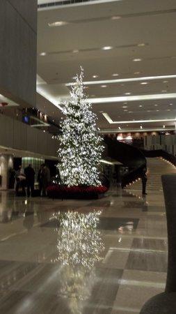New World Makati Hotel: Lovel lobby area