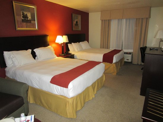 Holiday Inn Express Hotel & Suites Hollywood Hotel Walk of Fame : Bedroom with 2 double beds