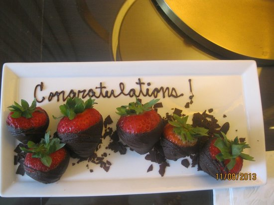Four Seasons Resort, Palm Beach: Strawberries :)