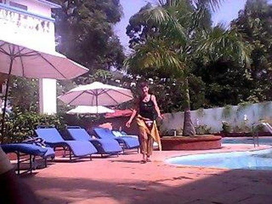Karma Royal Monterio: утром у бассейна