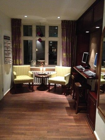 First Hotel Mayfair: Computer desk in hotel's lobby