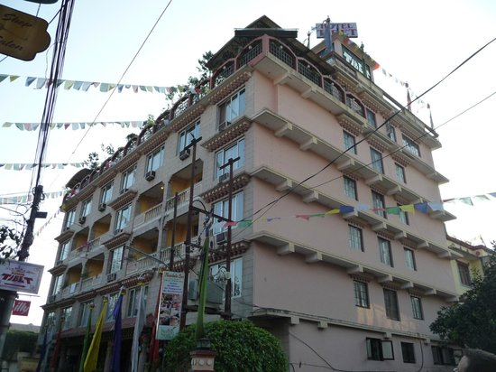 Hotel Tibet: Hotelbuilding during the day