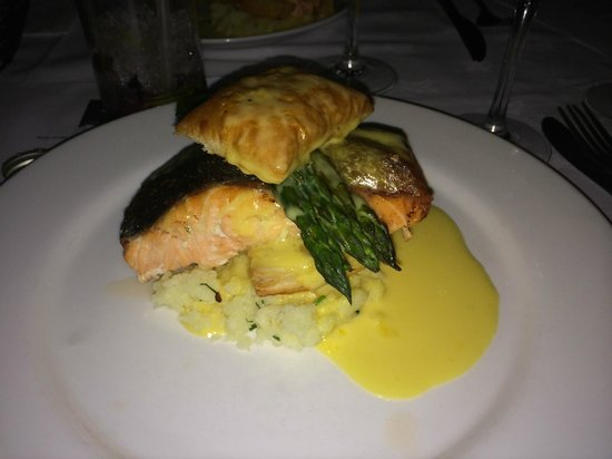 Harrys on the Green: Delicious salmon main
