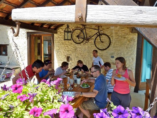 Tri-topia: Eating outside