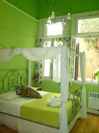 Petit Hotel El Vitraux: Green Room