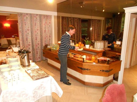 Hotel In den Bonten Os: Here my friend Marc chows down at breakfast... the selection is not large, but the quality is to