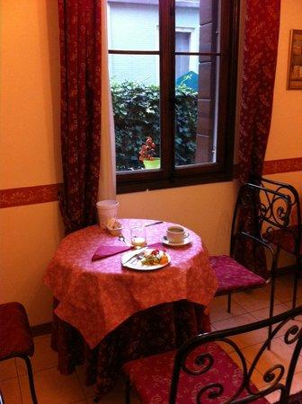 Villa Casanova: breakfast table