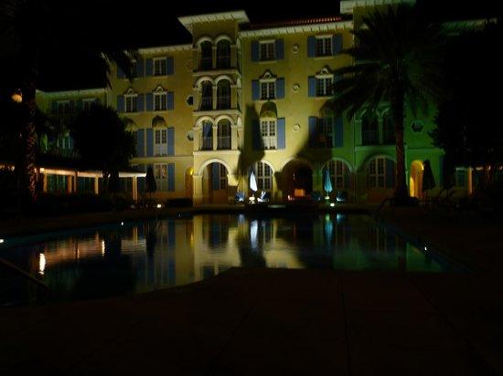Villa Renaissance: view at night