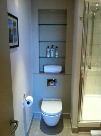 Staybridge Suites London-Stratford City: Bathroom