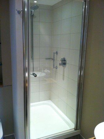 Staybridge Suites London-Stratford City: Shower