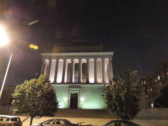 House of the Temple: Impresionante edificio. Iluminación nocturna.