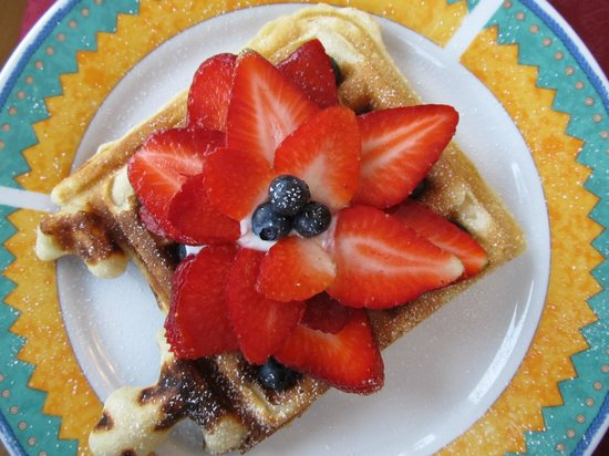 Gite TerreCiel: Home-made waffles for breakfast