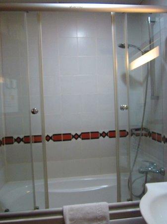 Vardar Palace Hotel: Bathroom