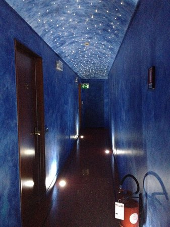 Hotel Sanpi Milano: Corridor to the room