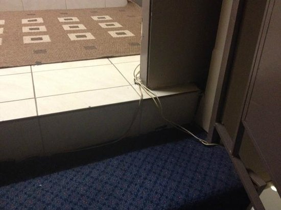 Wiley Park Hotel: Loose cables in the internal stairwell