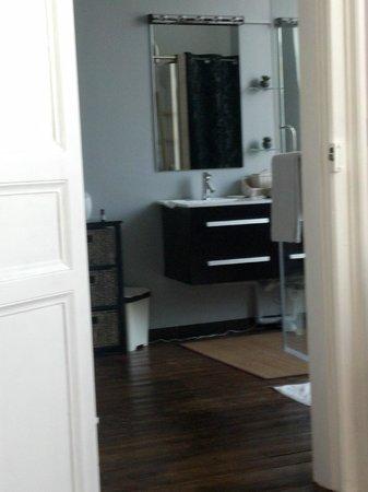 O Beau Repère: Salle de bain vue du lit