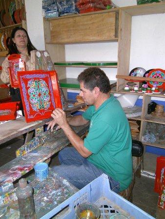 Fábrica de Carretas Eloy Alfaro: Artisan at work