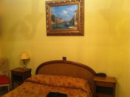 Hotel Bienvenue : Vue sur le lit
