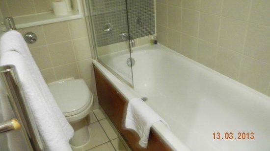 Prince's Square Apartments : high tub