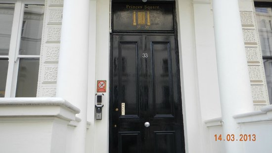 Prince's Square Apartments: Front door of Princes Square Apartments