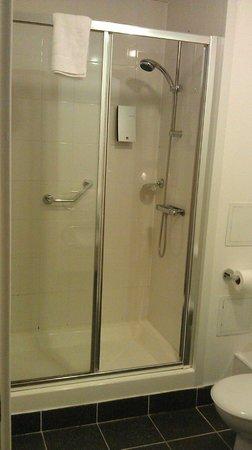 PREMIER SUITES Birmingham: Main WC/Bathroom