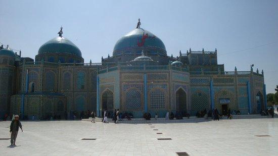 Mazar-i-Sharif, Afghanistan : Blue Mosque in Mazar e Sharif, Afghanistan