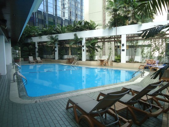 Melia Kuala Lumpur: Pool area