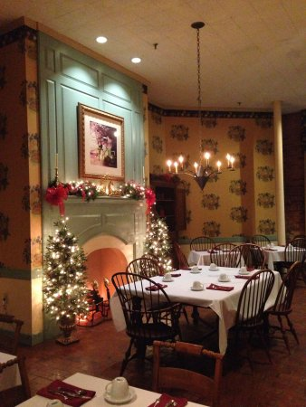 Brookstown Inn: Another view of the breakfast room