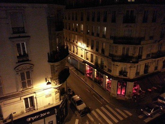 BEST WESTERN Hotel Le Montmartre Saint Pierre: Vista do quarto
