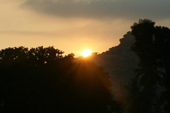Gowri Resort: Sunrise view from our veranda