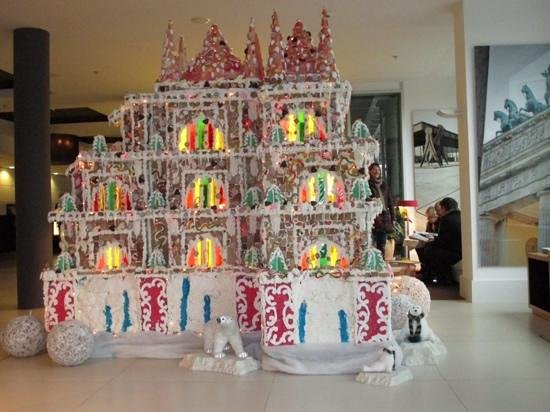 Meliá Berlin : stunning gingerbread house in the lobby.