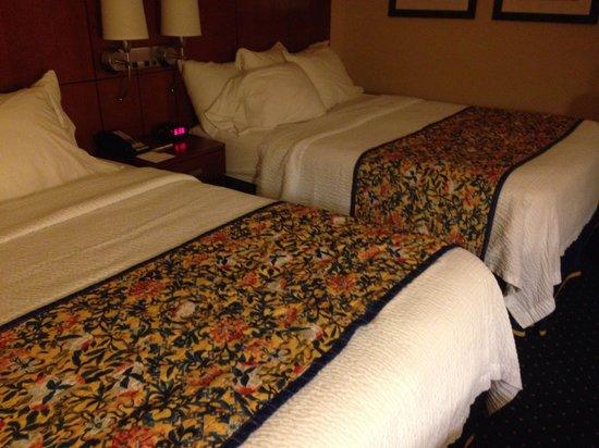 Courtyard by Marriott Jacksonville Beach Oceanfront: Large bedroom