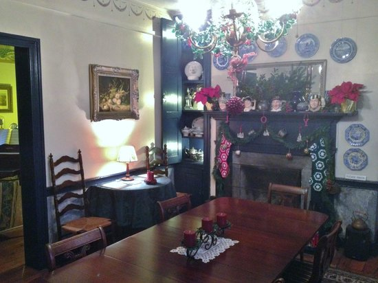 The Jackson Rose B & B: Shared Dining Room