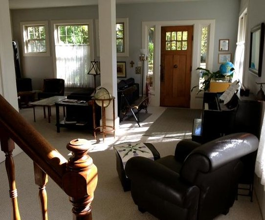 Aberdeen Stone Cottage B+B : Explore all that Traverse City has to offer from the home base of our B&B!