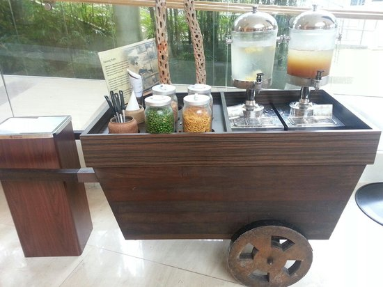 Amara Sanctuary Resort Sentosa: The complimentary snacks at the lobby.