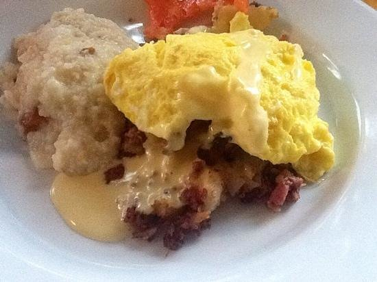 Buttermilk Falls Inn & Spa : Apple flavored grits with pastrami hash and farm fresh eggs!  to die for