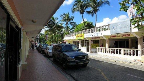 Caribe Paraiso Juan Dolio : Street view ... take care for the night life!