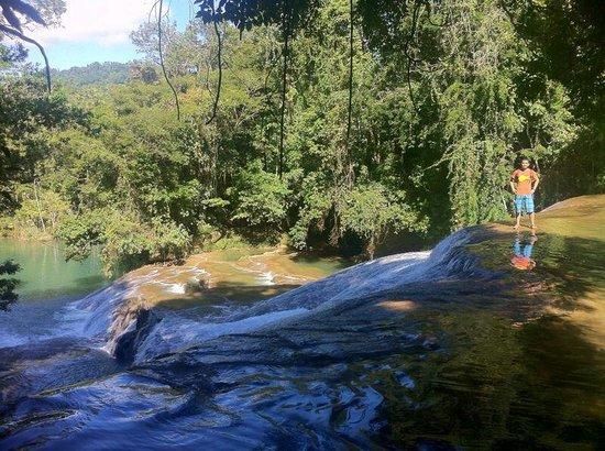 Cascada de Roberto Barrios: Al filo de una de las tantas hermosas cascadas.