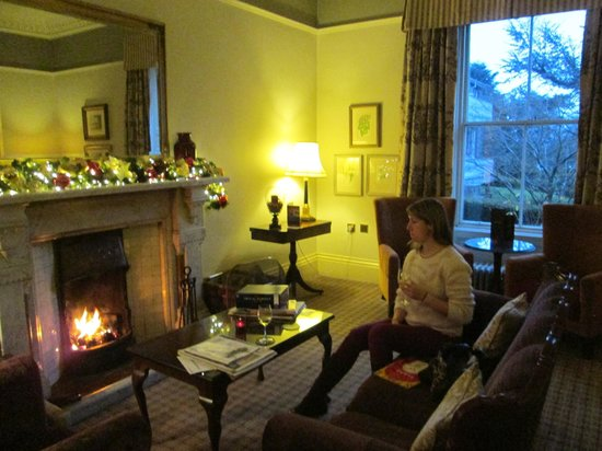 Macdonald Leeming House, Ullswater : smaller lounge which leads on from other