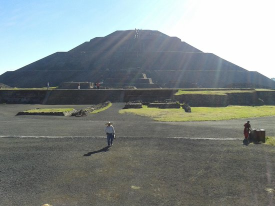 Basilica Lady of Guadalupe and Teotihuacan: Sun pyramid