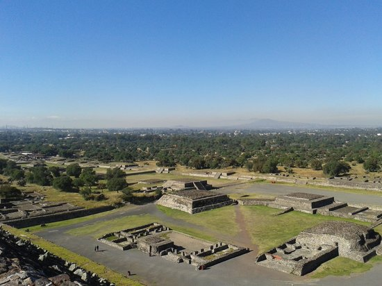 Basilica Lady of Guadalupe and Teotihuacan: Square
