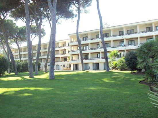 Hotel Guadacorte Park: Fachada posterior del hotel.