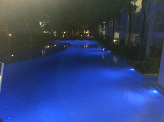 Peppers Beach Club Port Douglas: Pool at night
