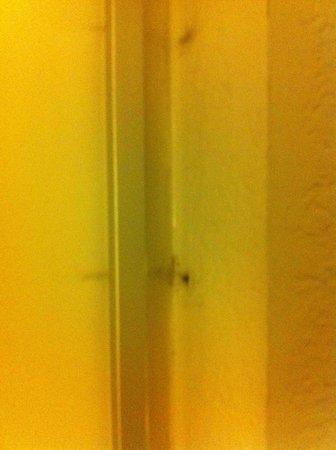 La Quinta Inn Pensacola : MOLD inside the front door