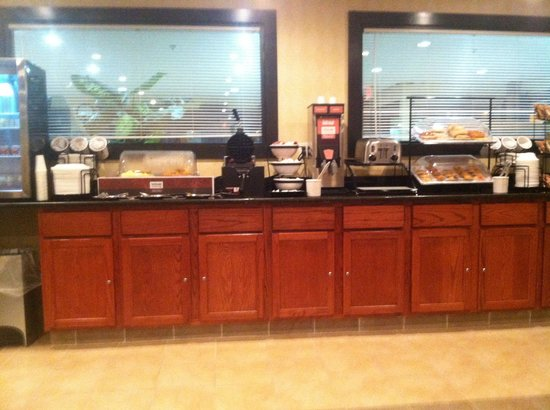 Comfort Inn Grand Blanc: Breakfast bar