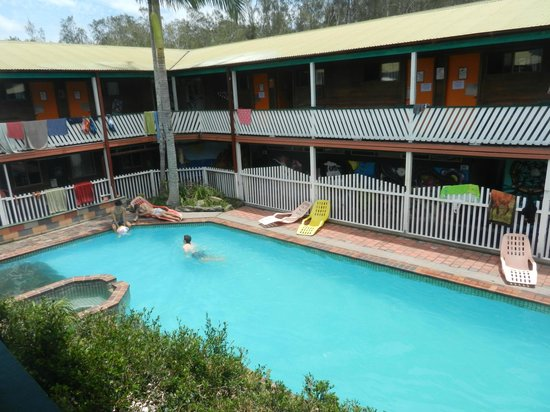 The Arts Factory Backpackers Lodge: Pool and dorm building