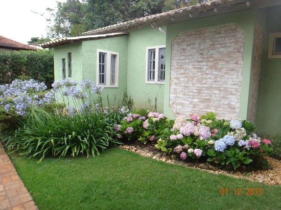 Pousada Villa Allegra : Detalhe do jardim interno