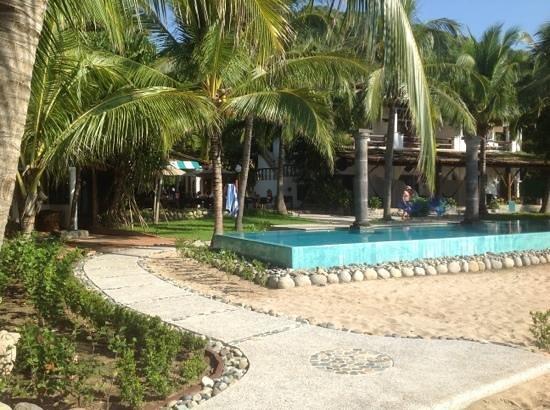 Hacienda Eden: Pool, main building and restaurant from Bungalow 10